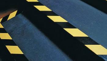 Безопасность на производстве - лента для разметки пола на производстве.