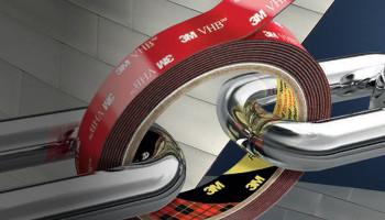 Сомневаетесь в прочности ленты 3M™ VHB™? Что сильнее лента или болты?